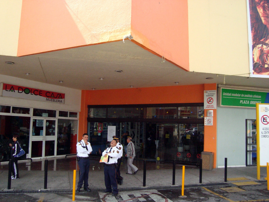 Centro comercial laplaza oriente gustavo a madero for Centro comercial aki piscinas precio