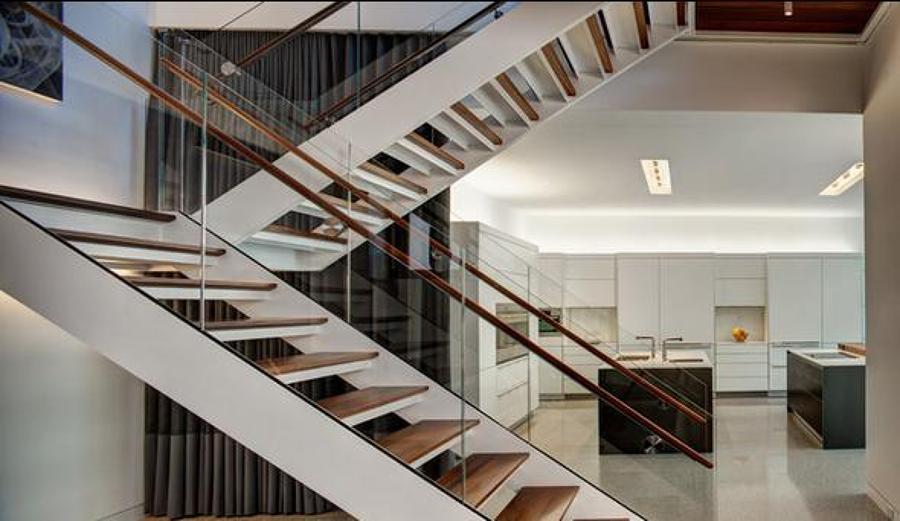 Hacer unas escaleras los escalones los quiero de madera for Escalera electricista madera