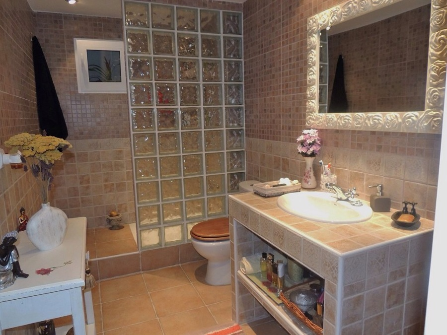 Ampliar casa poner piso de ceramica alzar bardas entre - Ceramicas para el bano ...