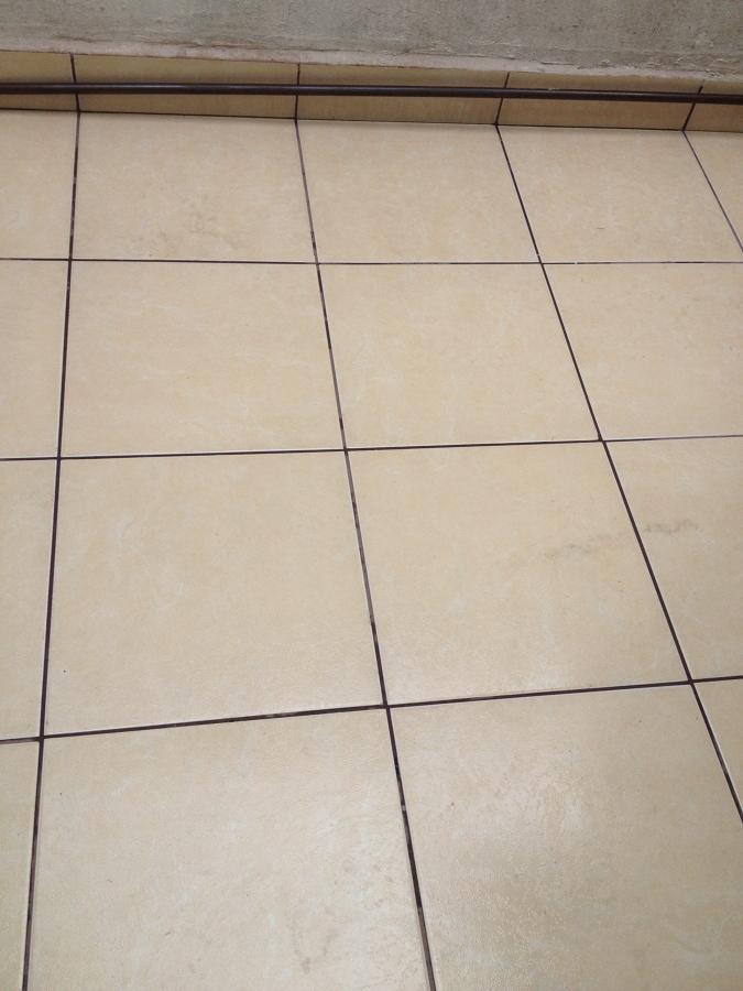 Quitar Azulejos Baño:Reparar humedad en techo del baño quitar y poner unos azulejos del