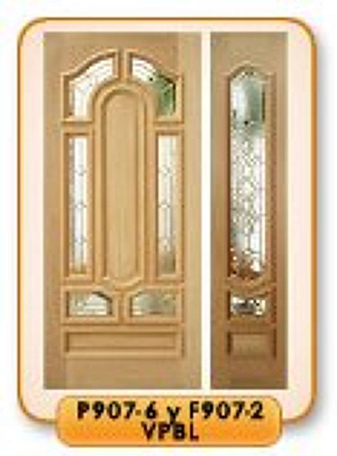 puerta entrada con dos fijos a los lados de entrada de