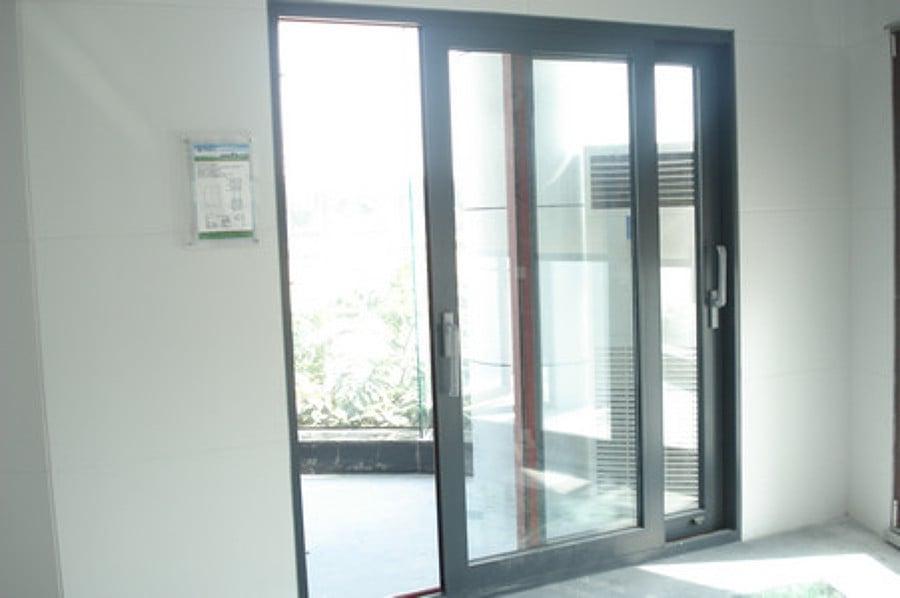 Puertas de aluminio a medida precios materiales de for Puertas corredizas de metal