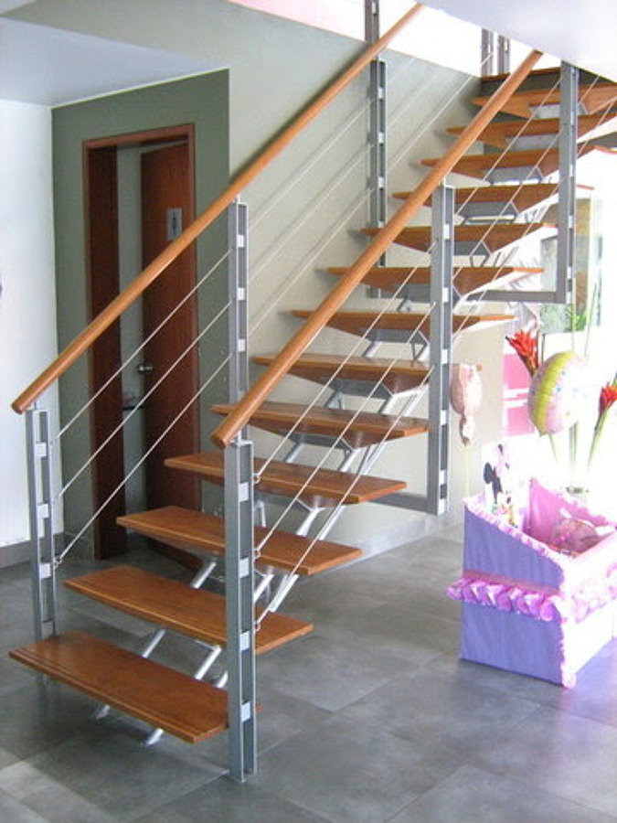 Hacer escalera para un tercer nivel met lica y madera for Escalera electricista madera