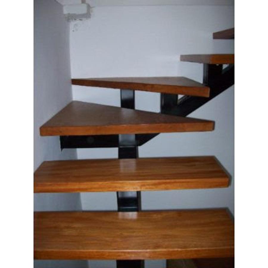 Hacer escalera para un tercer nivel met lica y madera for Escalera de electricista