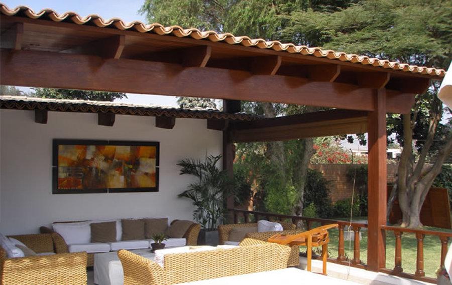 Terraza techada de madera en jard n posterior 6 x 4 aprox for Fachadas de terrazas rusticas