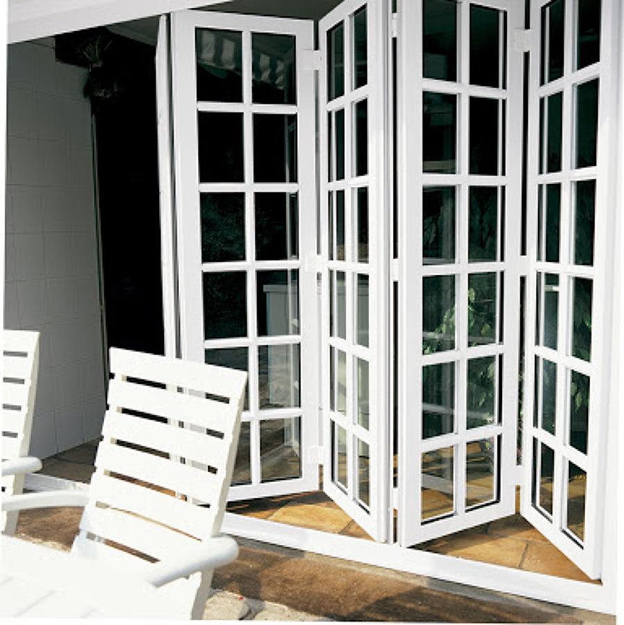 Casa de este alojamiento ventanas de madera y pvc wintec for Puertas plegadizas de madera