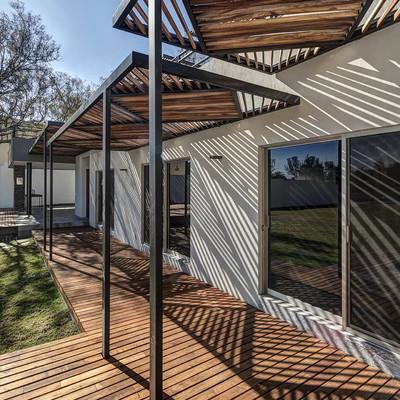 Pulido y barnizado de deck de madera de tzalam para - Barnizar madera exterior ...