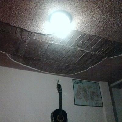 Remodelar el acabado de techo con tirol de una habitaci n for Techos de tirol