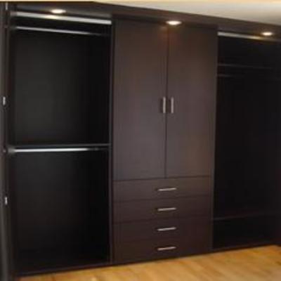 Instalaci n de armarios de madera uno de 3 02 metros de for Closets estado de mexico