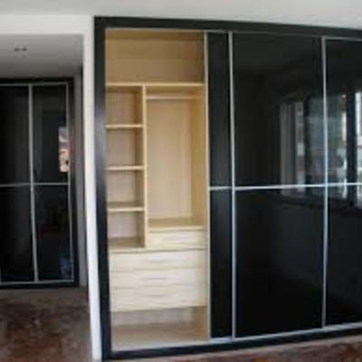 Creaci n de puertas de aluminio o vidrio para closets for Closets finos madera