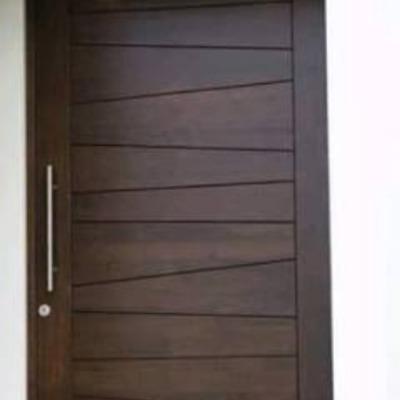 Elaboraci n de puerta principal de madera de casa for Diseno puerta principal