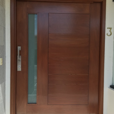 Puerta de madera maciza entrada principal atizap n de for Puertas de entrada principal