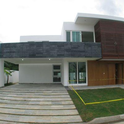 Remodelacion de casa de una sola planta a una de dos for Casa tipo minimalista