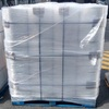Transporte para carga de tarimas con rollos de película plástica