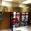 Arreglar jardineras en salón de eventos