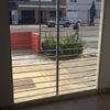 Convertir ventanal en 2 puertas