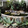 Pequeño jardín con estanque