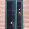 Proveer Ventanas pivotantes verticales de madera  de 175 de ancho por 2m de alto.