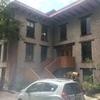 Pintar toda la fachada exterior, incluyendo puertas, vigas, barandal de entrada,  herrería y puerta principal de cedro