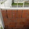 Colocar lavadero, muro pequeño y escalón de cemento