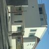 Construcción de casa en obra gris