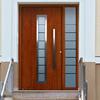 Proveer una puerta de aluminio color madera en la linea eurovent, de 1. 80 de ancho y 2. 30 de alto