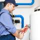 ¿Cómo se puede regular la presión del agua en las tuberías de una conexión para la lavadora?